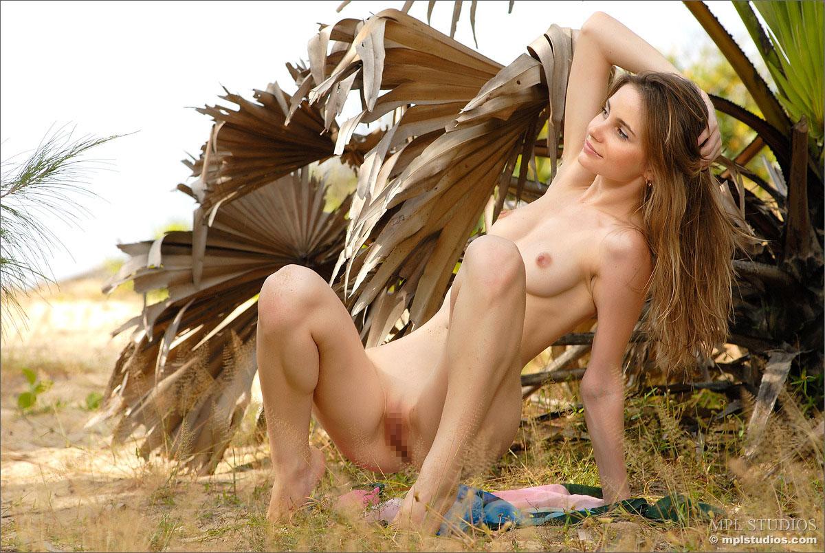 【外人】ロシアのパイパン美女モデル・アーニャ(Anya)のセクシーなポルノ画像 71