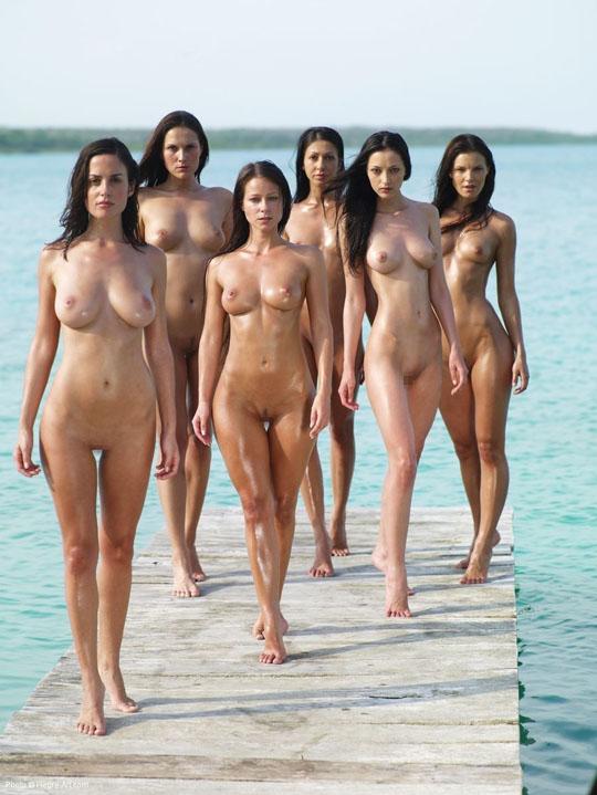 【外人】世界の美女だけが集合した野外露出のヌードポルノ画像 722