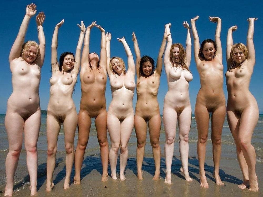 【外人】全裸でお構いなしに記念撮影しちゃう素人美女の露出ポルノ画像 732