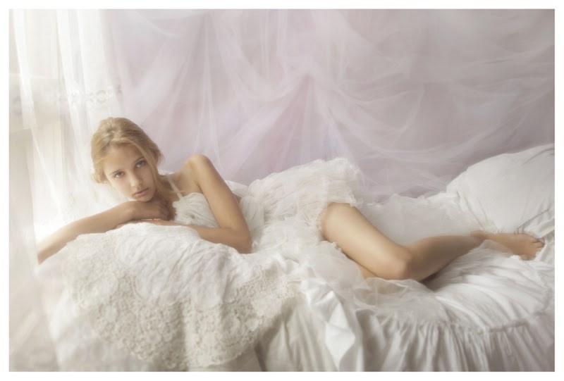 【外人】天才写真家ヴィヴィアン・モクが天使の美少女を写し出すポルノ画像 735