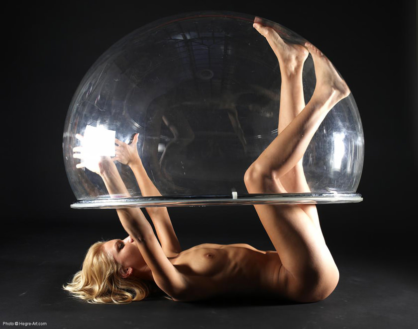 【外人】バブルチェアとフルヌード美女の組み合わせがセクシーなポルノ画像 755