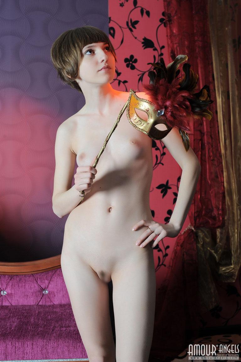 【外人】幼児体型貧乳ピンク乳首ネッリ(Nelli)のロリロリパイパンまんこポルノ画像 79