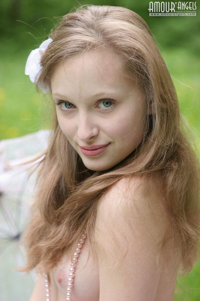【外人】ロシアのパイパンまんこ美少女ニュージア(Nusia)のポルノ画像 8
