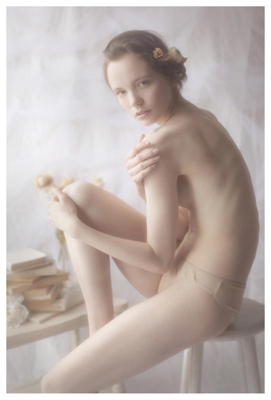 【外人】ブロンドヘアのガチ天使が魅せるプライベートセミヌードポルノ画像 818