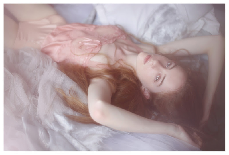 【外人】美しい妖精のような華やかさで魅了する白人美少女のポルノ画像 819