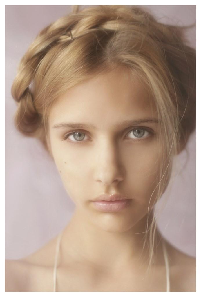 【外人】天才写真家ヴィヴィアン・モクが天使の美少女を写し出すポルノ画像 835