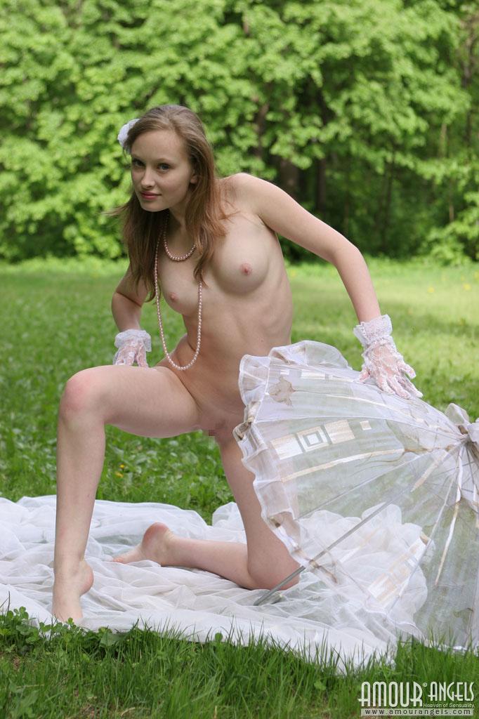 【外人】ロシアのパイパンまんこ美少女ニュージア(Nusia)のポルノ画像 9