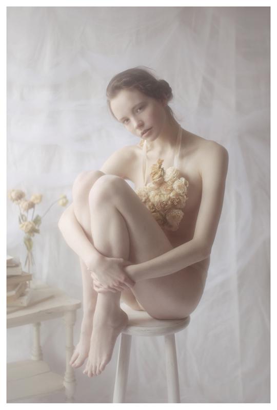 【外人】ブロンドヘアのガチ天使が魅せるプライベートセミヌードポルノ画像 918