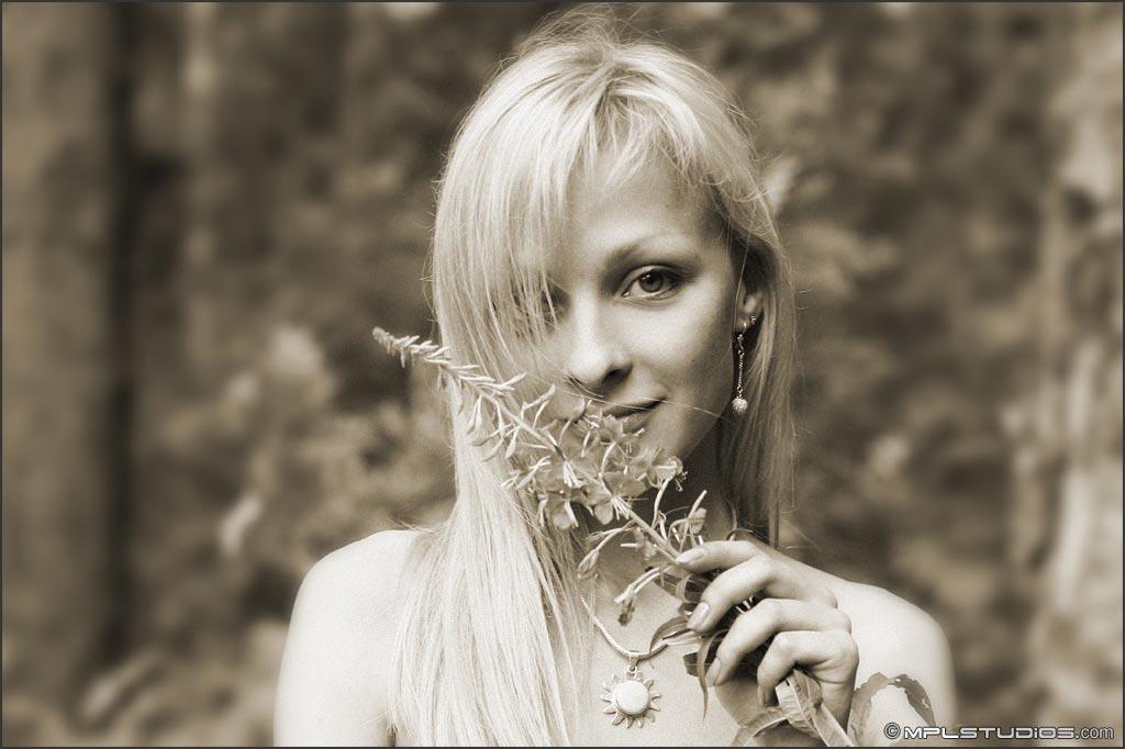 【外人】ロシアの美少女モデル・ヤナ(Yana)のヴァージン(処女作)ポルノ画像 92