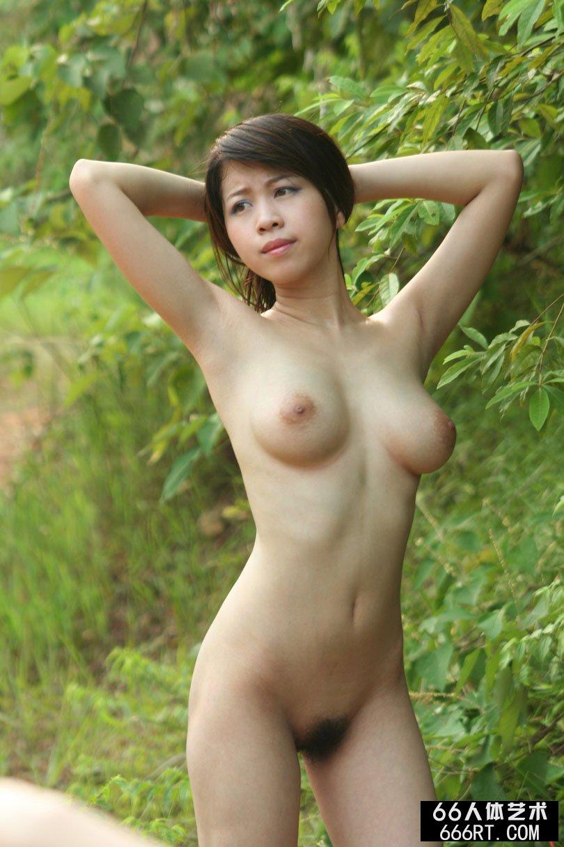 【外人】中国人のロリ顔美少女がおっぱい晒すポルノ画像 933