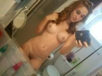 【外人】大人のカラダに成長したロシアン美少女の自画撮りポルノ画像