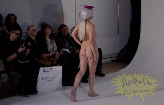 【外人】全裸に帽子だけの人妻モデルのファッションショーのポルノ画像 10107
