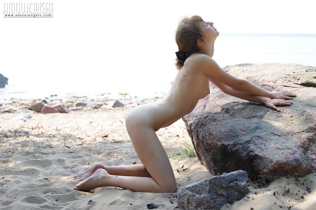 【外人】現役女子大生Eriskaがアルバイトでヌードになっちゃう美乳おっぱいポルノ画像 10135