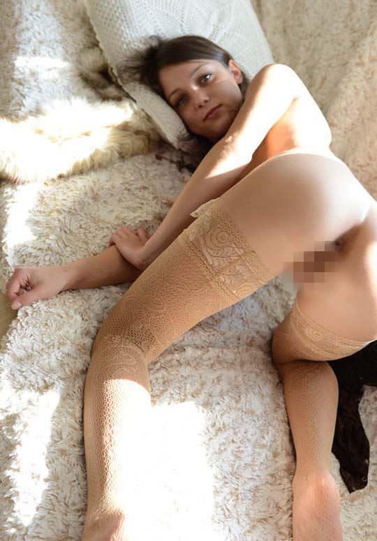 【外人】きっついパイパンまんこを見せてくれるロシア人モデル、ナンシー(Nensi B)のポルノ画像 10153