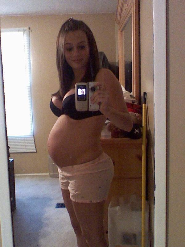 【外人】生中出し種付けセックスをして妊娠中の人妻が自画撮りしてるポルノ画像 1021