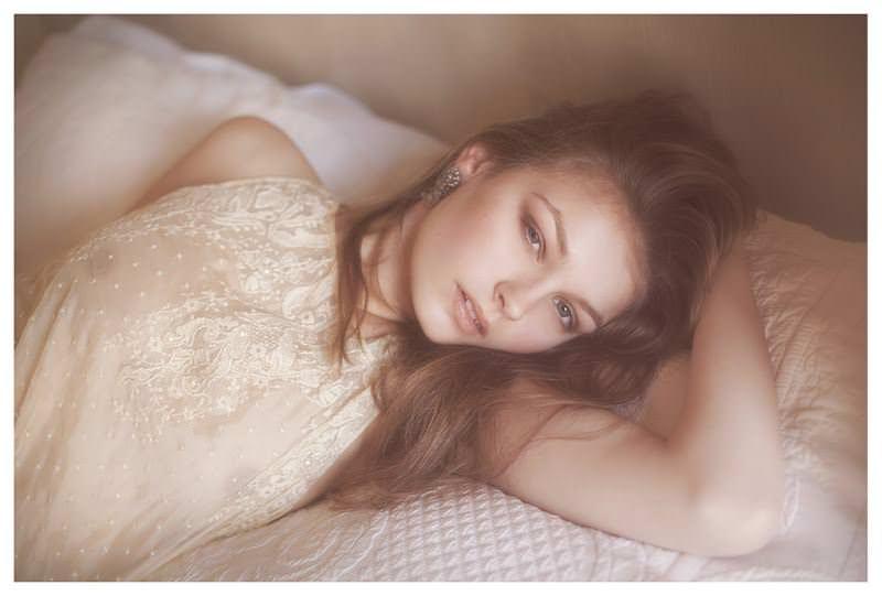 【外人】女性写真家ヴィヴィアン・モクが映し出す芸術的なセミヌードポルノ画像 1060