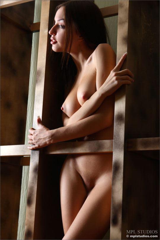 【外人】体の曲線がパーフェクトのウクライナ出身モデルのカティア(Katia)のヌードポルノ画像 1097