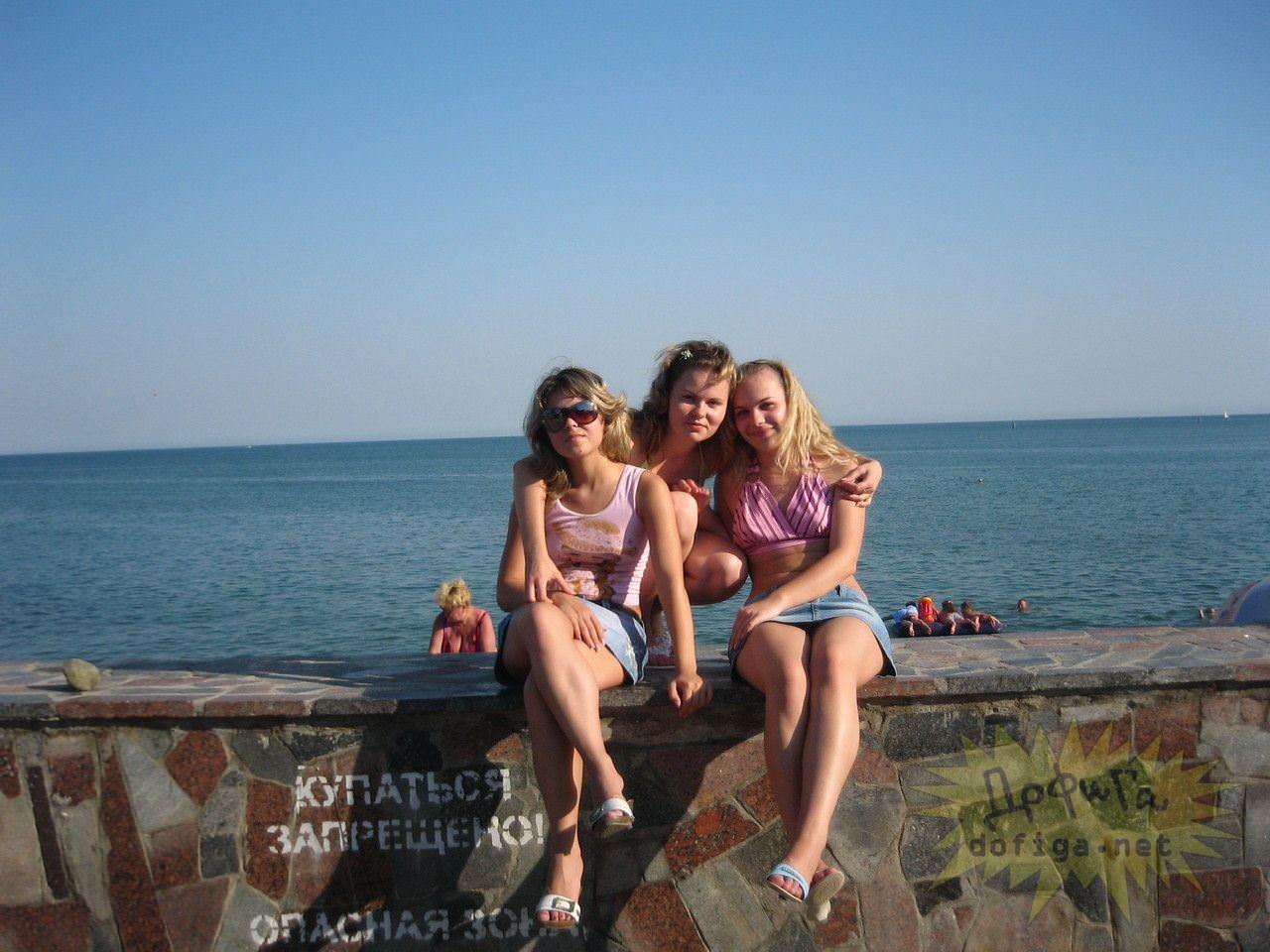 【外人】ロシア人の貧乳おっぱい美少女がクリミア半島旅行中に撮影したフルヌードポルノ画像 11010