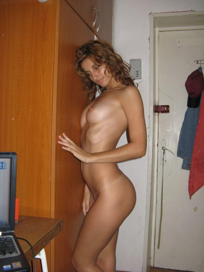 【外人】ド変態の彼氏がセックス直前に激カワの彼女の裸を撮影してネットに晒すポルノ画像 11043