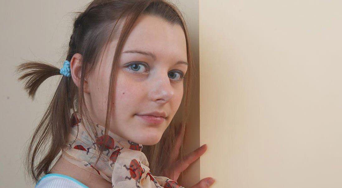 【外人】中出ししたら最高に気持ち良さそうなパイパンまんこをしている青い瞳のロシアン娘のポルノ画像 11059