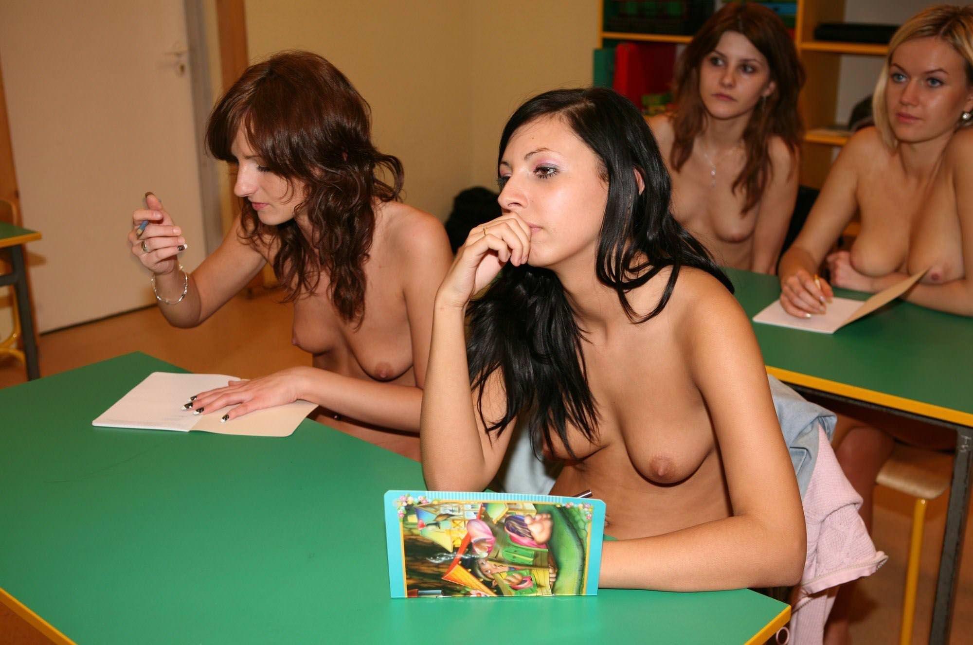 【外人】素っ裸のオールヌードで授業を受けるクラスのおふざけポルノ画像 11085