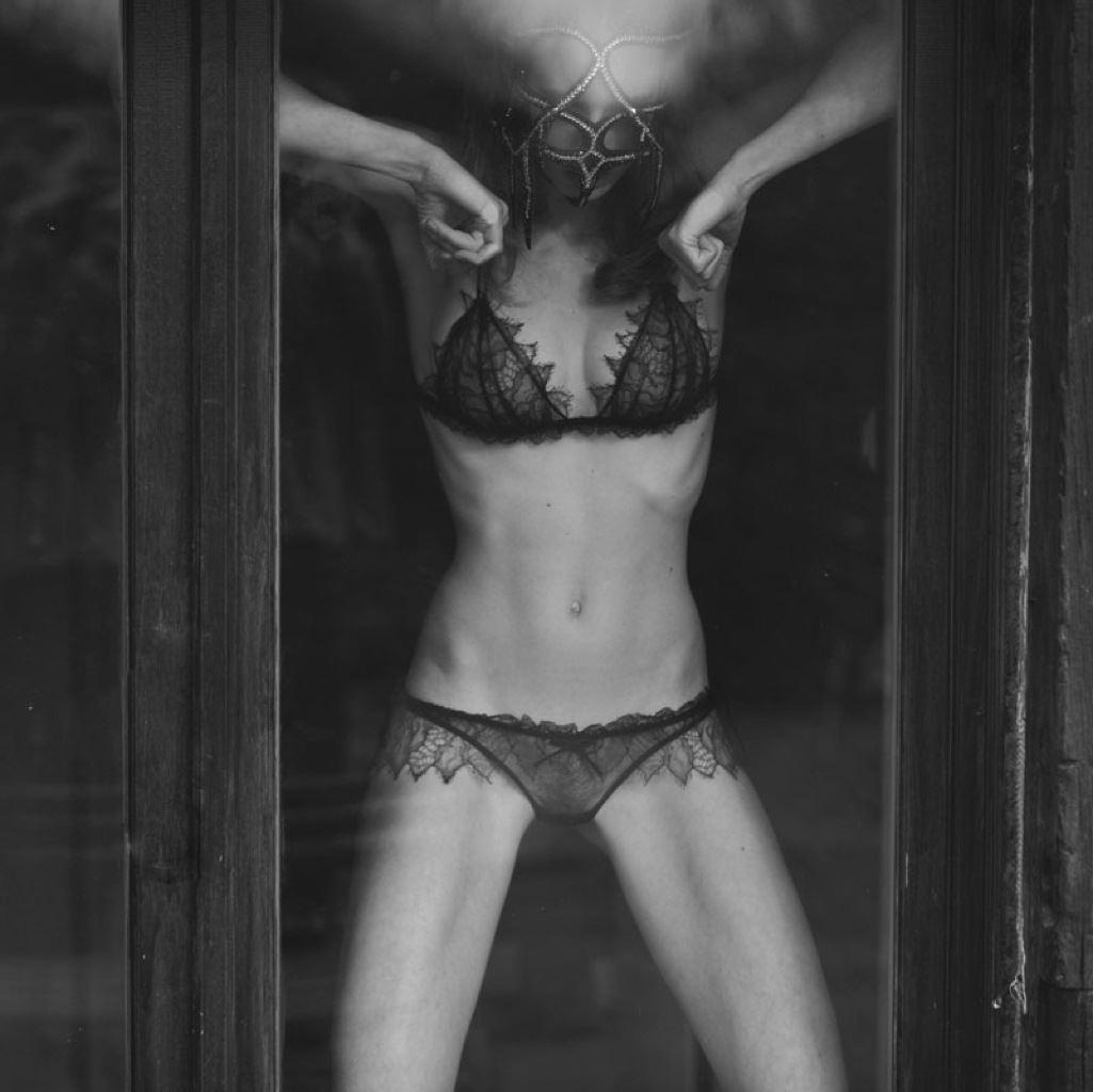 【外人】ベルギー人モデルEliza Sysが魅惑的な芸術的ヌードを披露するポルノ画像 1117