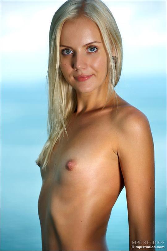 【外人】乳首がめっちゃ美しい貧乳おっぱいサラー(Sarah)姫のフルヌードポルノ画像 11190