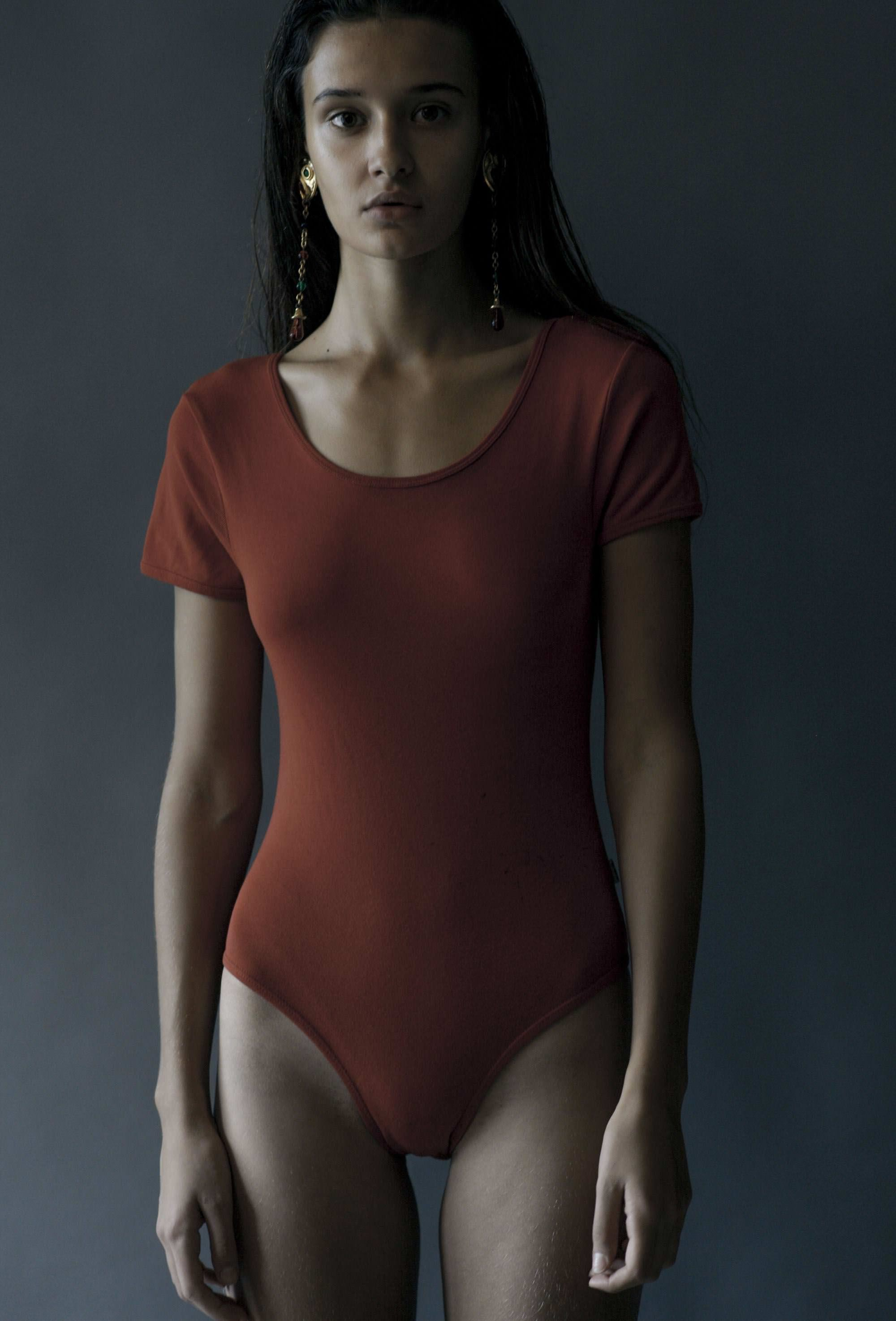 【外人】リサ・ソトニコブ(Lisa Sotnikov)が醸し出す妖艶なセミヌードポルノ画像 11208
