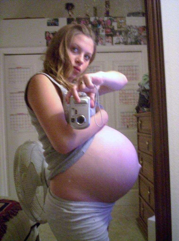 【外人】生中出し種付けセックスをして妊娠中の人妻が自画撮りしてるポルノ画像 1125