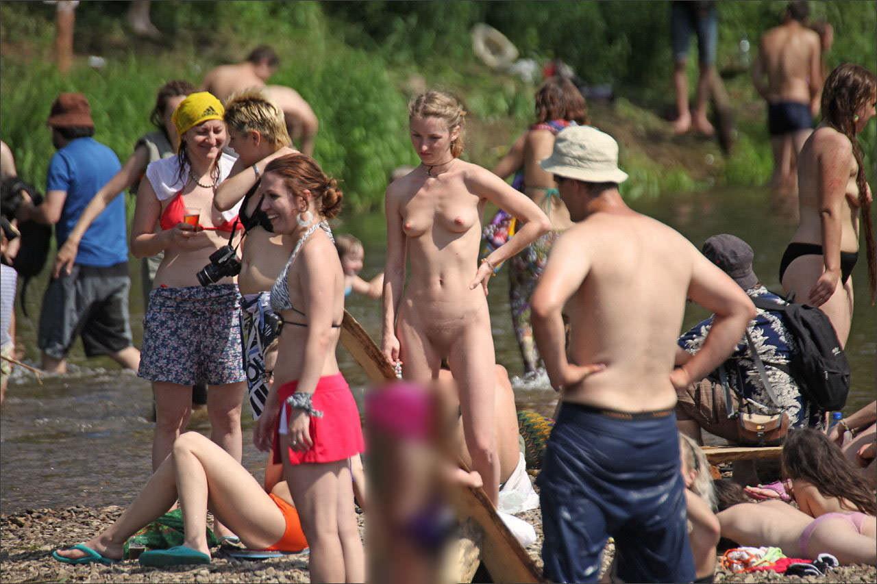 【外人】ヌーディストフェスティバルに参加中の素人美女を隠し撮りしまくった露出ポルノ画像 11299