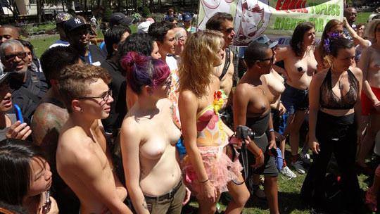 【外人】ヴェネツィアビーチで開催されたトップレスデーで3年分の素人おっぱい見放題のポルノ画像 1134