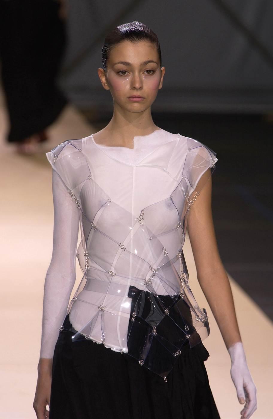 【外人】真木よう子に激似のフランス人モデルのモルガン・デュブレ(Morgane Dubled)乳首もろ出しでキャットウォークしてるポルノ画像 1148