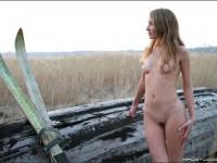 【外人】ロシアの妖精 マーシャ(Masha)18歳が見せる天真爛漫な野外露出のヌードポルノ画像