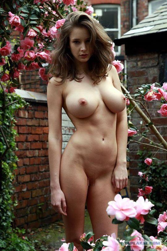 【外人】感動的な究極の巨乳おっぱいを持つエミリー・ショウヌード(Emily Shaw)のヌードポルノ画像 1184