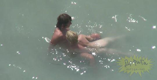 【外人】素人カップルが自然の中で青姦セクロスしてる盗撮ポルノ画像 1190