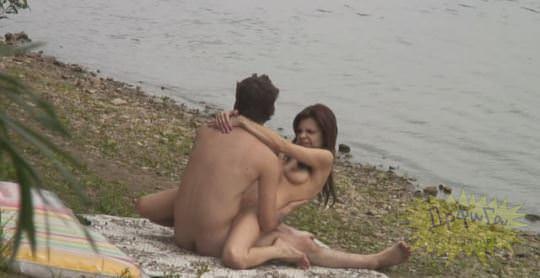 【外人】素人カップルが自然の中で青姦セクロスしてる盗撮ポルノ画像 1191