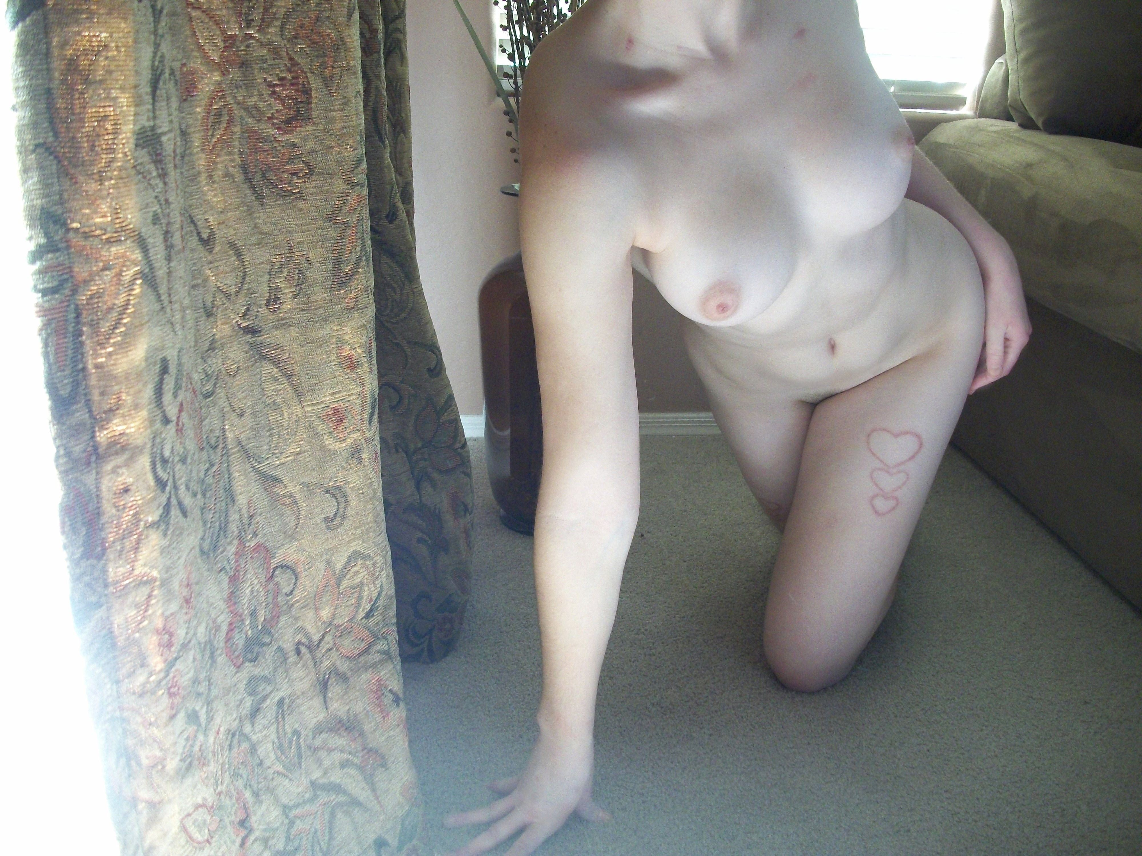 【外人】親に隠れて自宅でこっそりフルヌード自画撮りしてるポルノ画像 12185