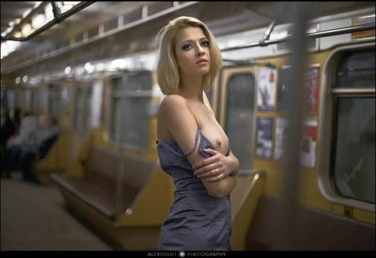 【外人】モスクワの地下鉄で無許可のヌード撮影したロシア人の超絶美少女ポルノ画像 1234