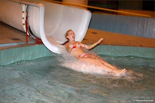 【外人】ロシアの妖精マーシャ(Masha)がビキニでプール撮影してるポルノ画像 1240