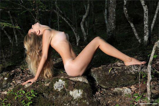 【外人】貧乳おっぱいがとパイパンがロリな童顔ロシアン美少女シエナ(Sienna)のヌードポルノ画像 1241