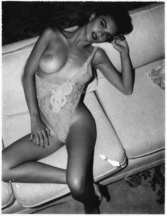 【外人】英国モデルのエミリー・ラタコウスキー(Emily Ratajkowski)の大胆なおっぱいフルヌードポルノ画像 1242