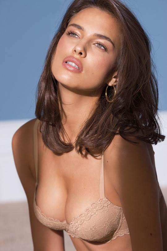 【外人】クリスティアーノ・ロナウド(Cristiano Ronaldo)のとんでもなく美人な恋人イリーナ・シェイク(Irina Shayk)の巨乳おっぱいポルノ画像 13102