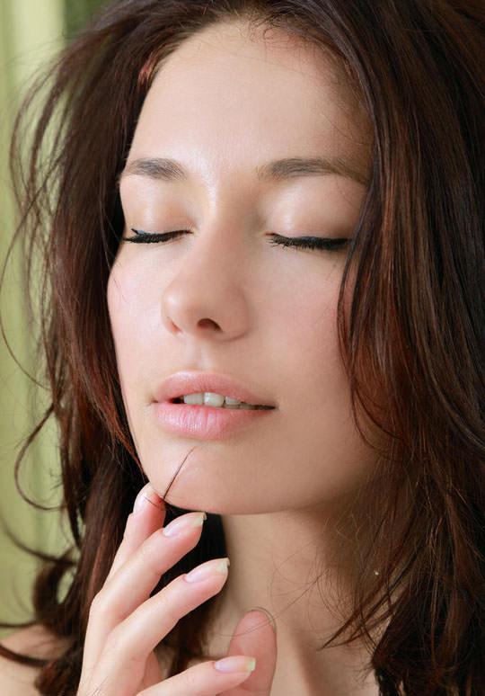 【外人】とてつもなく美人な緑の瞳をした巨乳ウクライナ人ミラ(Mila M)のおまんこ全開ポルノ画像 13110