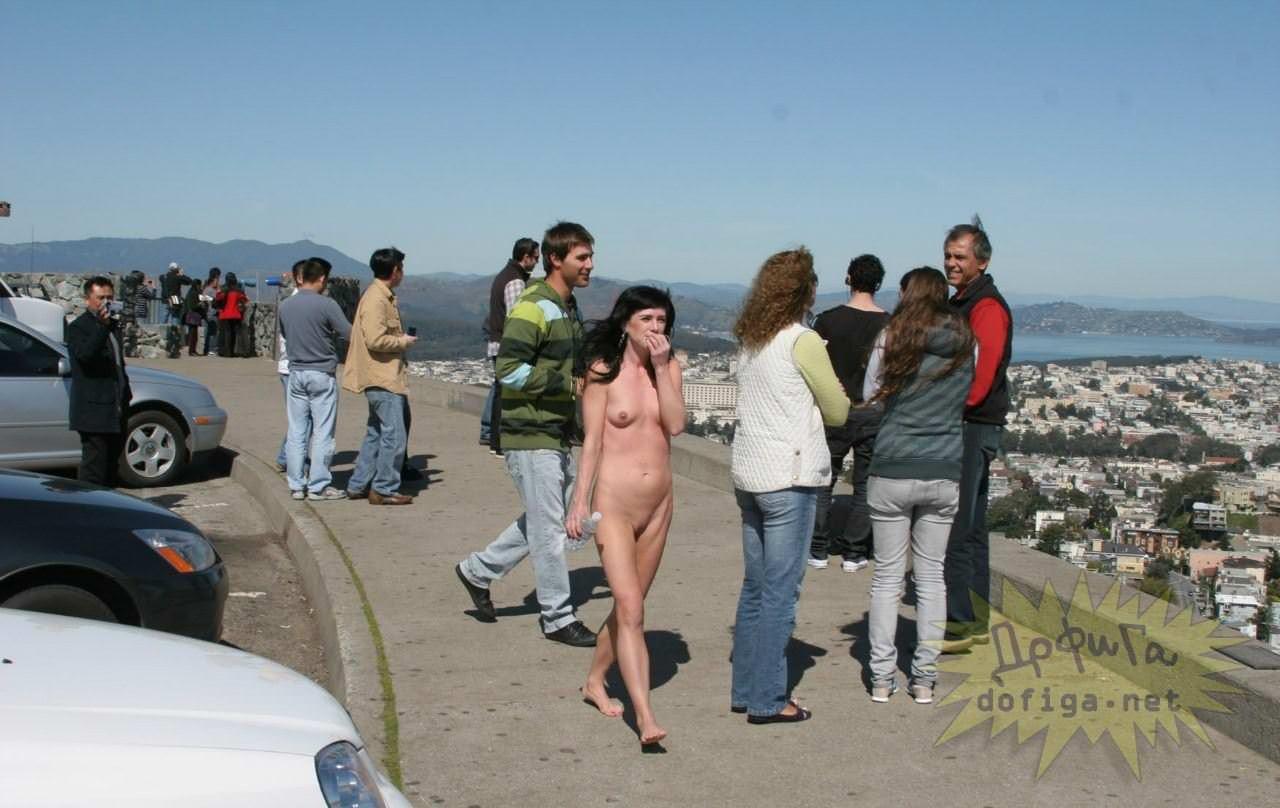 【外人】勿体ぶらずにバンバン全裸を晒すロシア人の露出狂ポルノ画像 1397