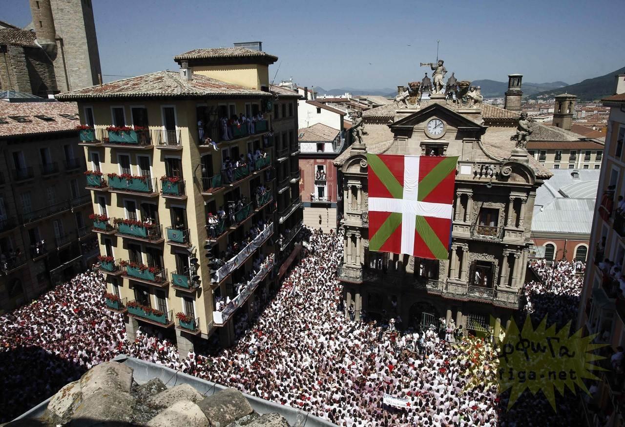 【外人】スペイン3大祭りで男も女もテンション上げまくりでおっぱいポロリしまくるポルノ画像 1409