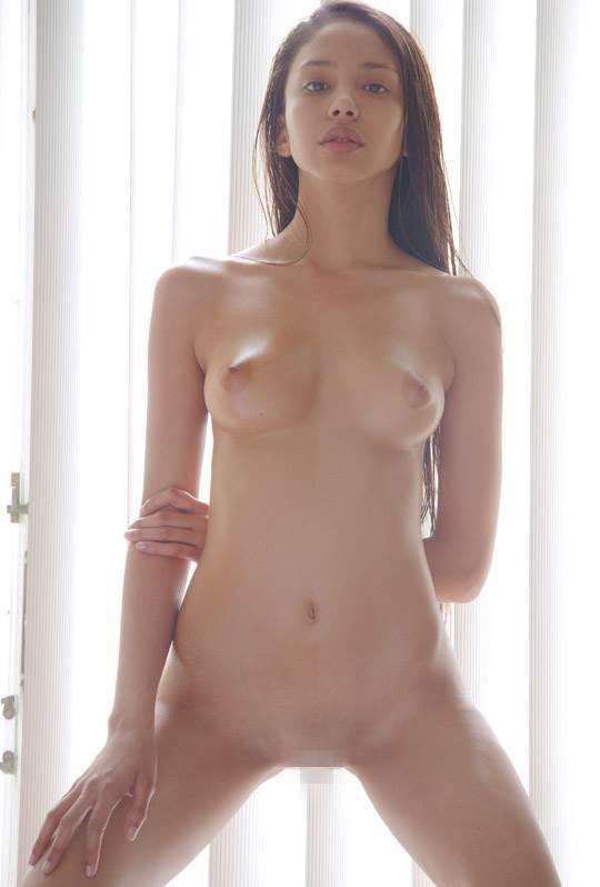 【外人】卒業後すぐに撮影したアレクシス(Alexis)の美乳おっぱいフルヌードポルノ画像 14111