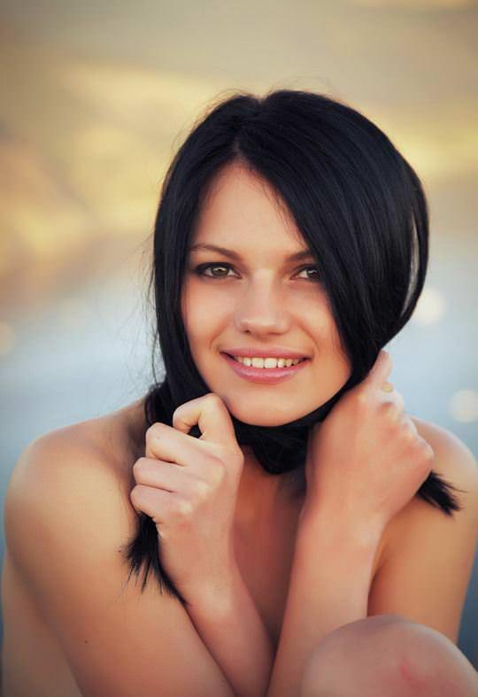 【外人】黒髪で超絶かわいいウクライナ人Desireeのおまんこ青姦したくなるポルノ画像 14126