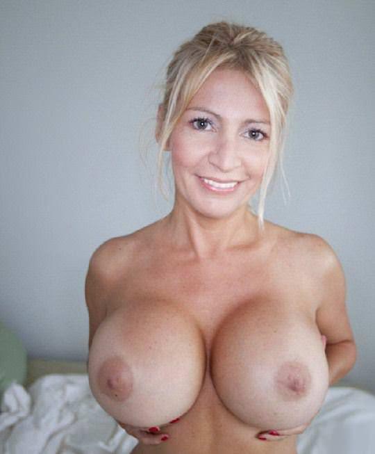 【外人】爆乳をプルンプルンさせても違和感がない海外美女のポルノ画像 14129