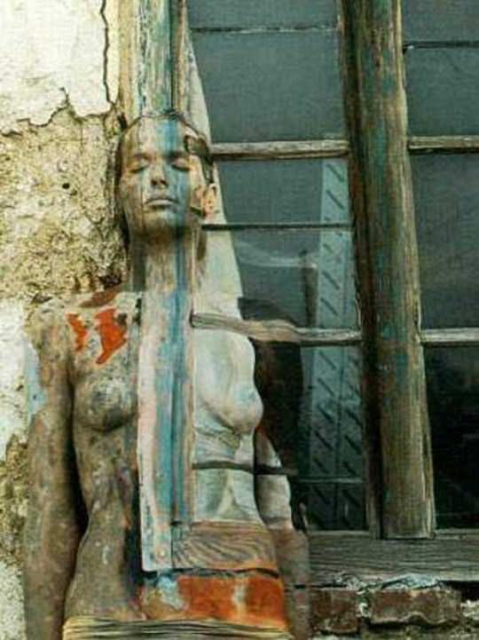 【外人】全裸にカモフラを描いて露出してるアート系ポルノ画像 14150