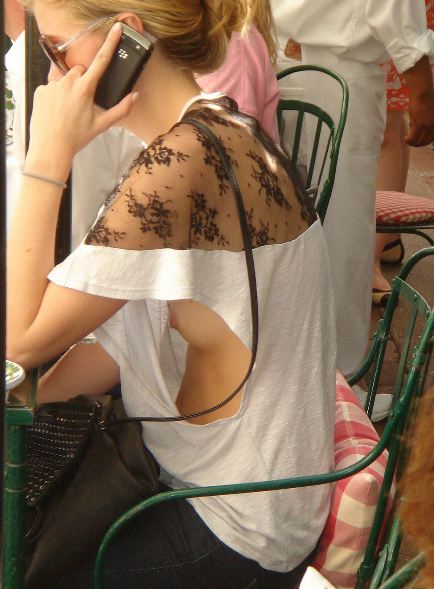 【外人】海外の素人娘たちの胸チラを激写した街撮りポルノ画像 14161